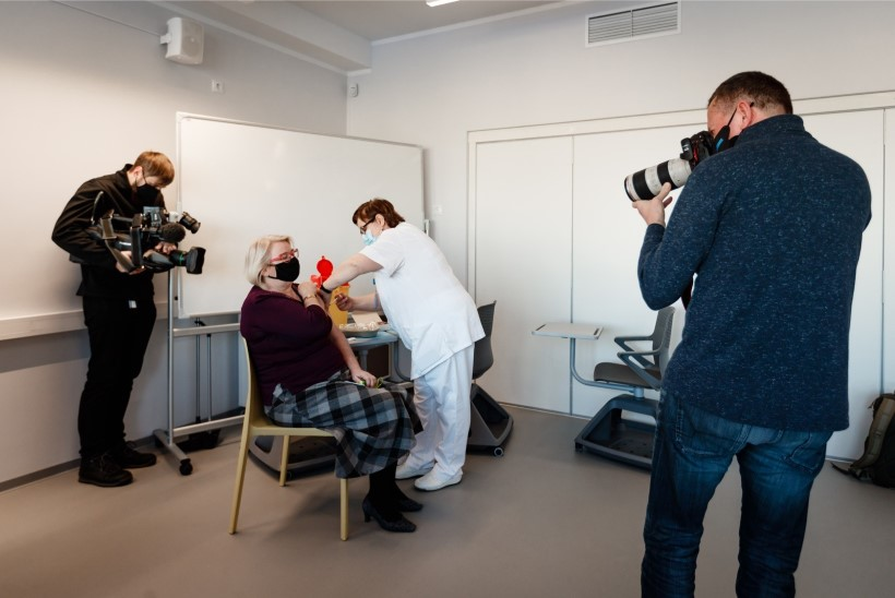 GALERII   Tallinna üldhariduskoolides algas töötajate vaktsineerimine: vaktsiinisoov on pooltel koolitöötajatel