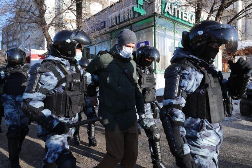 Moskva kohus võib mõista Navalnõi aastateks vangi, kohtumaja ees kähmlevad märulipolitsei ja protestijad