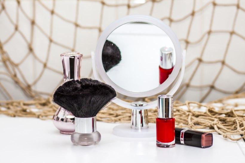 TIIU TESTIB | Milline kosmeetikapeegel on parim: suurendus võib olla, valgustus peab olema