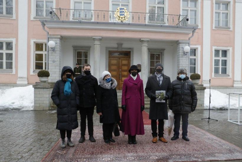 GALERII | President Kaljulaid andis Kadriorus üle noore teadlase preemiad