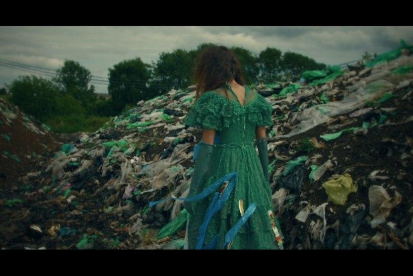 """VIDEO   Triin Lellep astub tuliuue looga """"Natura"""" keskkonnakaitsjate leeri"""