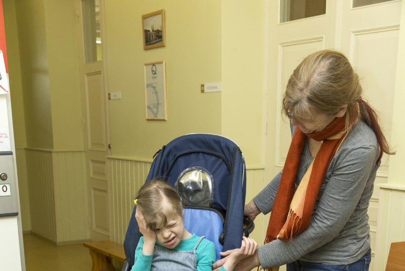 Majaelanike vastuseis invaliftile: ema vedagu oma puudega last kaubatõstukiga