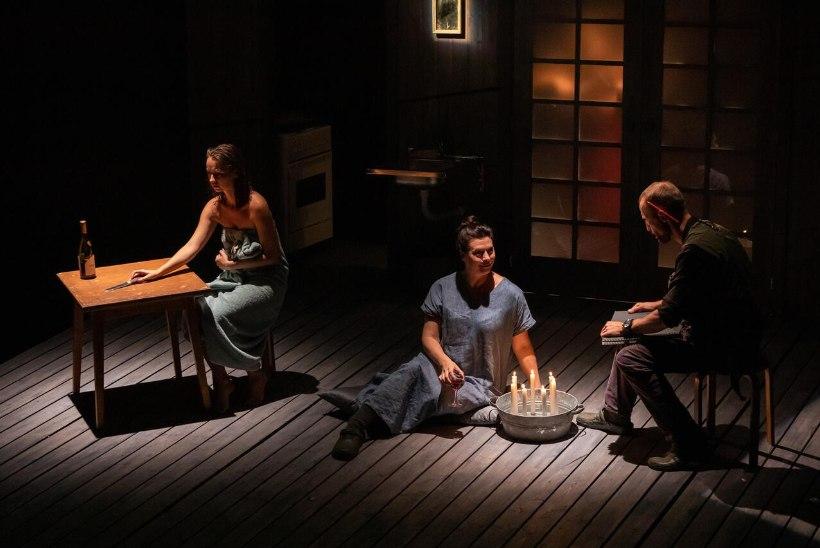 Naistelehe kultuuriuudised: naudi teatrilaval lummavat salapära või raamatukaante vahele pandud liigutavaid elutõdesid