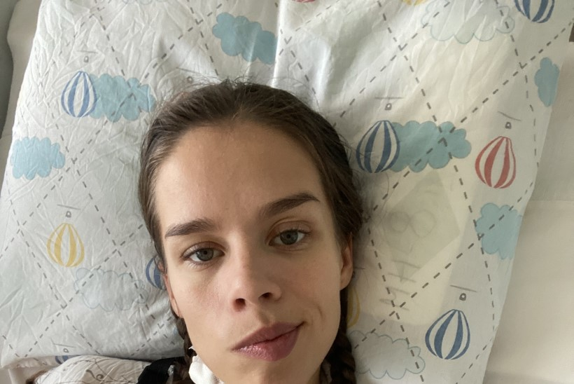 POLE VAID VANADE INIMESTE HAIGUS! Jõusaalis insuldi saanud 26aastane naine: mu vanematele öeldi, et hoiame nüüd hinge kinni, et tüdrukul oleks hommikul elu sees