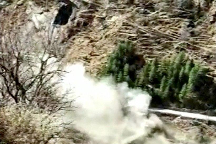 VIDEO JA FOTOD | Himaalaja liustikust murdunud rahn purustas tammi: üleujutustes hukkunud on ligi 150 inimest