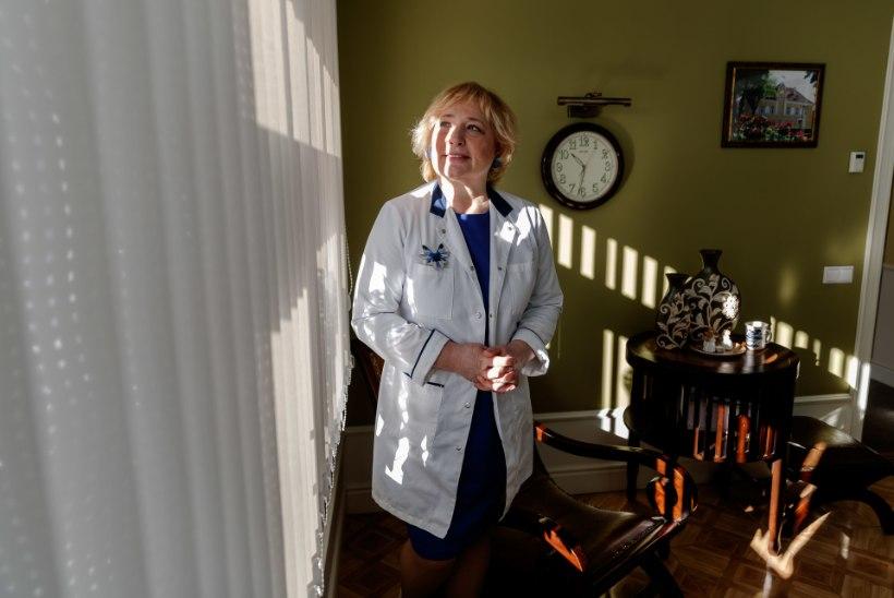 """VAKTSINEERIMISE EDULUGU: väikelinna perearst võitleb emalõvina iga doosi eest. """"Pärast Pfizeri tellimuse tühistamist nutsin end tühjaks. Kuidas ma vaatan patsientidele otsa?!"""""""
