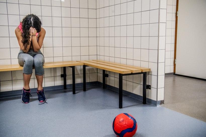 Spordipsühholoog alaealise jalgpalluri ja oluliselt vanema treeneri seksuaalsuhte juhtumi kohta: sellele ahvatlemine toimub pikka aega