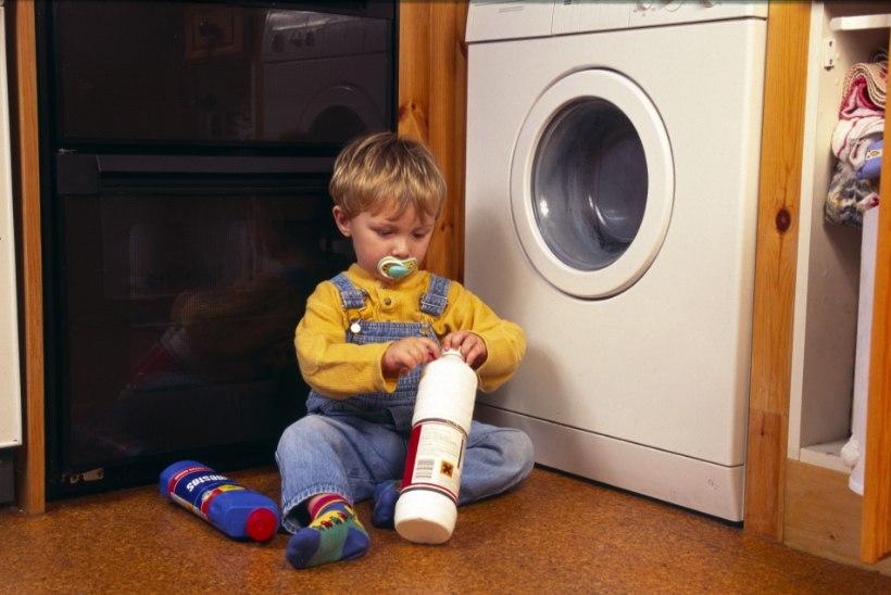 RASKED MÜRGISTUSED: alla aastased lapsed saavad kodus kätte nii kemikaale kui ravimeid