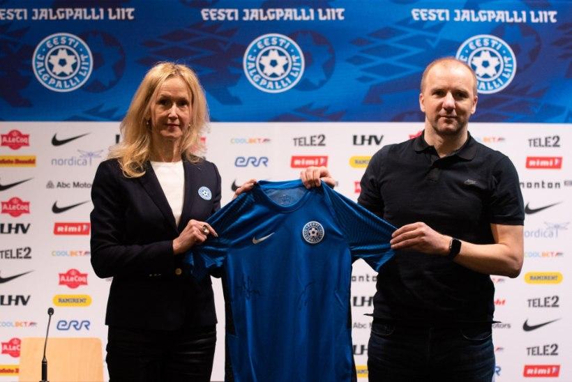 FOTOD | Kuidas meeldib? Eesti jalgpallikoondis esitles uut mänguvormi