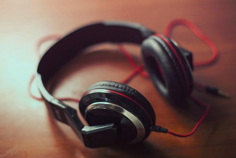 KÕRVAKLAPID RIKUVAD KUULMIST: kasutamisel ei tohiks ületada seda helitugevust ja aega