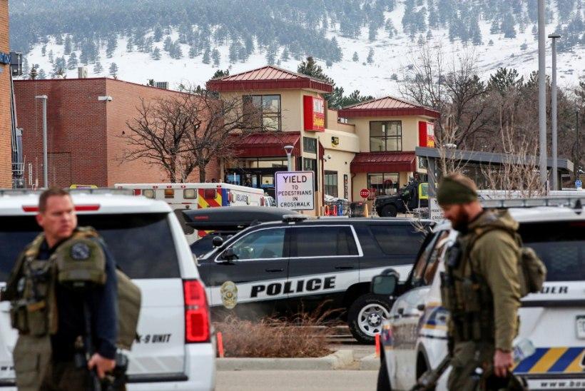 LAPSED PEITSID END MANTLITE SISSE: tulistaja tappis Colorado toidupoes kümme inimest