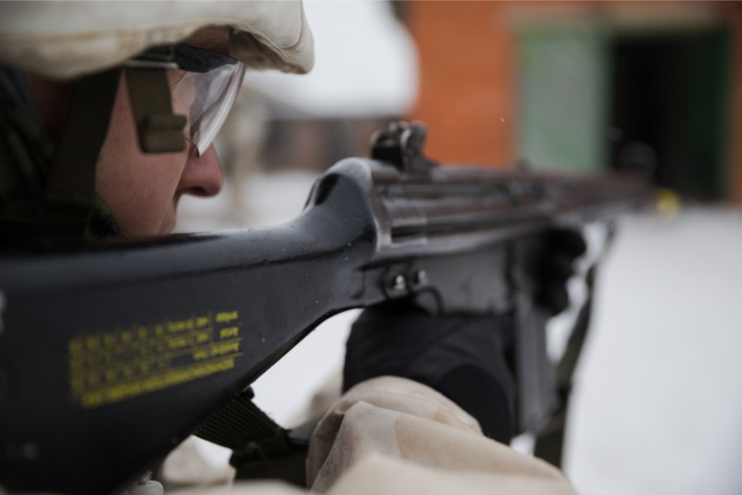 Kuperjanovi jalaväepataljonis läbiviidud laustestimine andis 56 positiivset tulemust, haiged viiakse isolatsiooni riigi teise otsa Paldiskisse