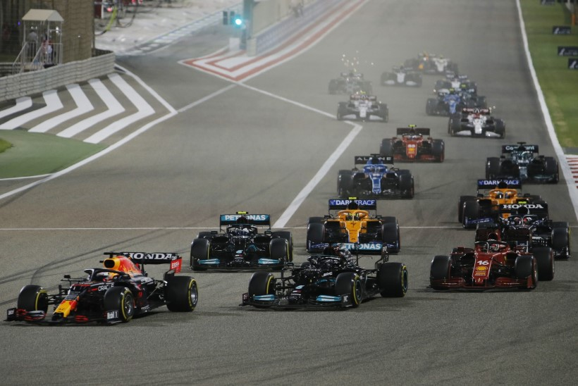 Vormel 1 hooaja esimese etapi Bahreinis võitis Mercedese mees Lewis Hamilton