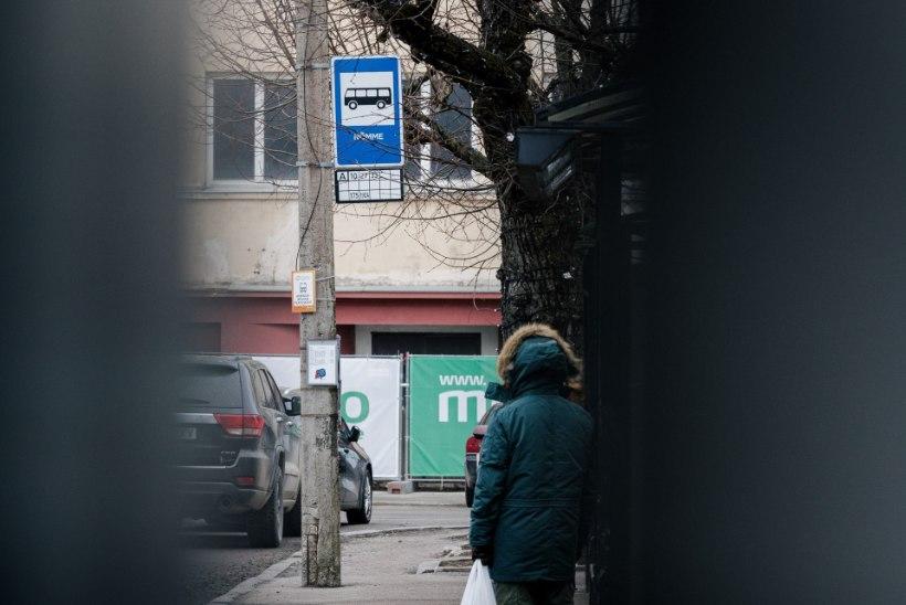 Vaimupuudega naine ründab tänaval lapsi. Ema: ta haaras lapse juustest ja sikutas!