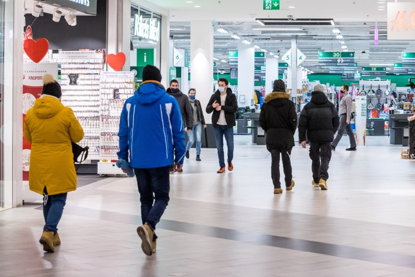 Koroonapiirangud: kaubanduskeskused palkavad turvamehi juurde