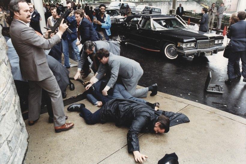 MENUFILMI EESKUJUL: vaimselt häiritud mees korraldas 40 aasta eest Ronald Reaganile atentaadi