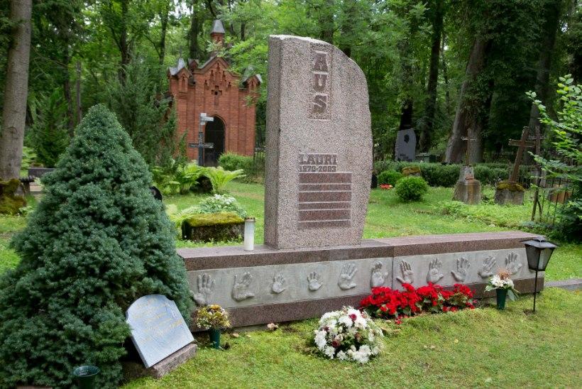 Voldemar Kuslapi kalmukolumn | Võimsad hauasambad Raadil