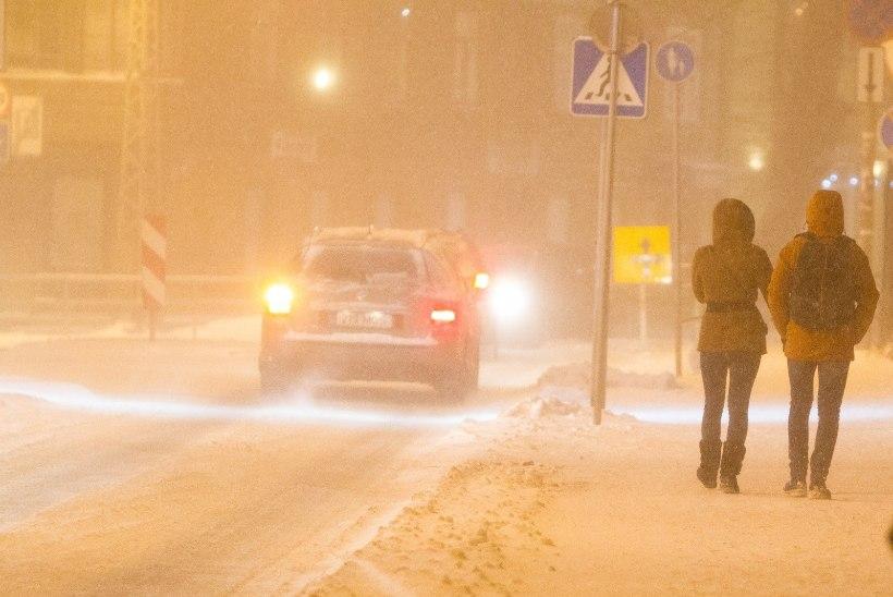 ILMATEENISTUS HOIATAB: nädalavahetus toob lumetormi ja väga keerulised liiklusolud