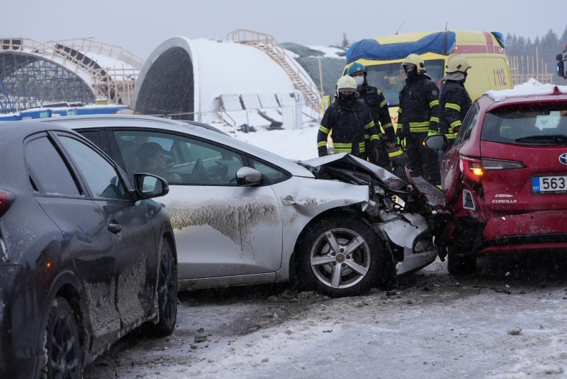 TEED ON LIBEDAD! Tallinna-Tartu maanteel põrkasid kokku seitse autot, üks inimene sai viga