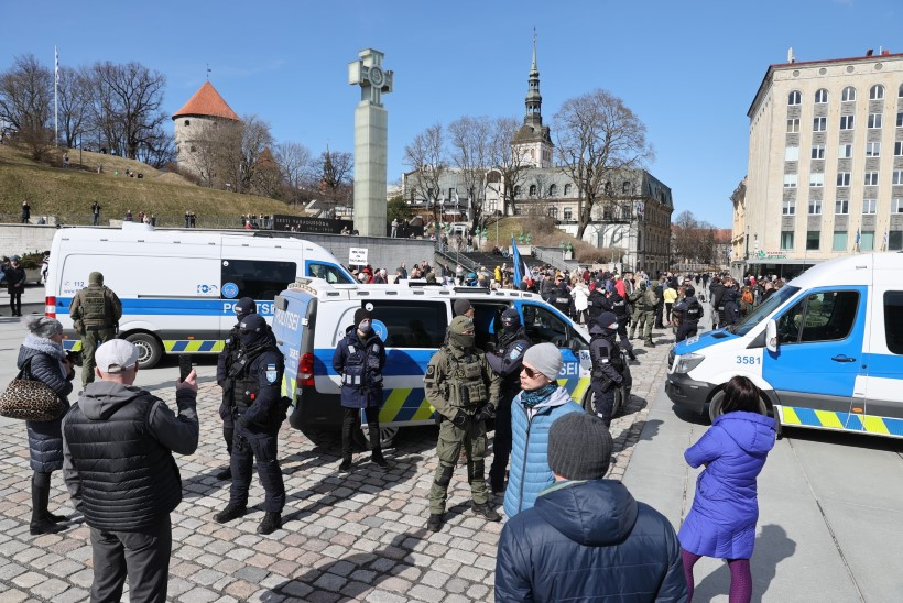 GALERII JA VIDEO | VAIM EI VAIBU! Protestijad kogunesid taaskord Toompeale ja Vabaduse väljakule, politsei viis mitu inimest ära