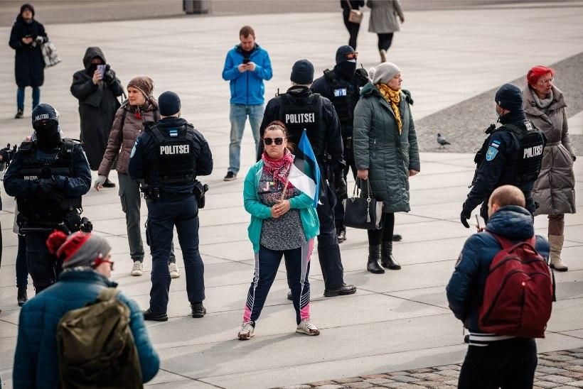 GALERII   Meeleavaldajad kogunevad taaskord Vabaduse väljakul
