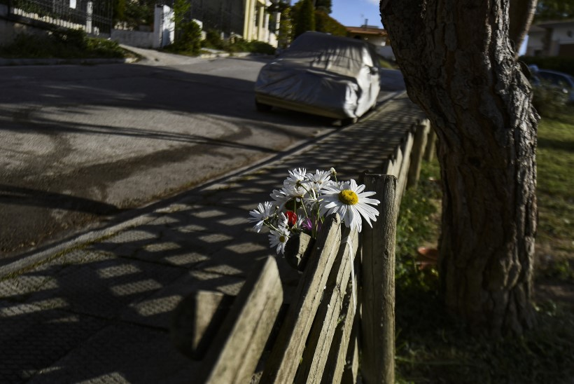 PROFESSIONAALIDE KÄTETÖÖ: Kreeka krimiajakirjanik lasti koduukse ees maha