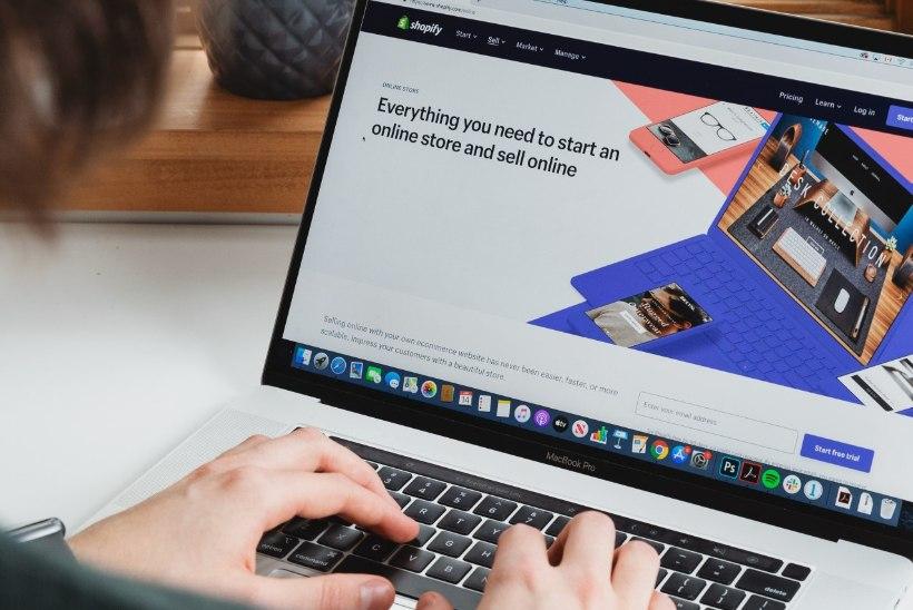 Internetipettused vohavad: lepingulõksud, survestamine ja fiktiivsed e-poed. Kuidas need ära tunda?