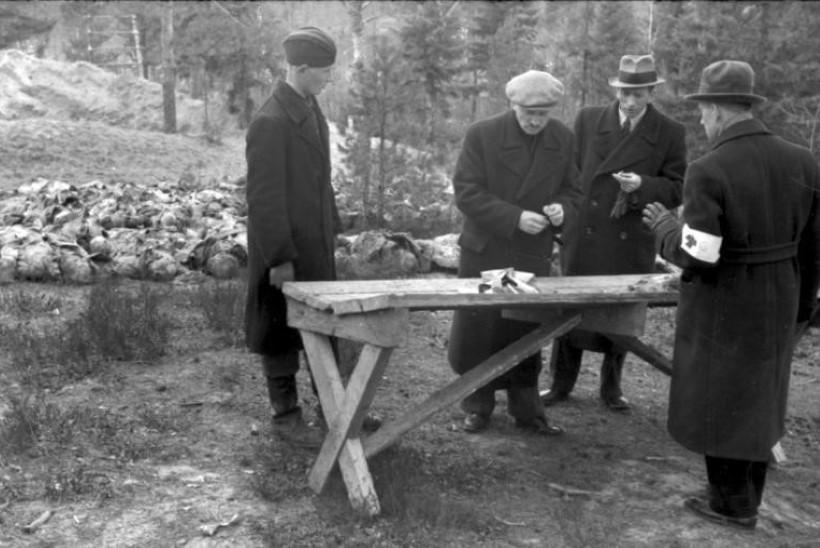 KATÕNI VERESAUN: poolakate hukkamist varjanud Nõukogude Liit sünnitas räige vale