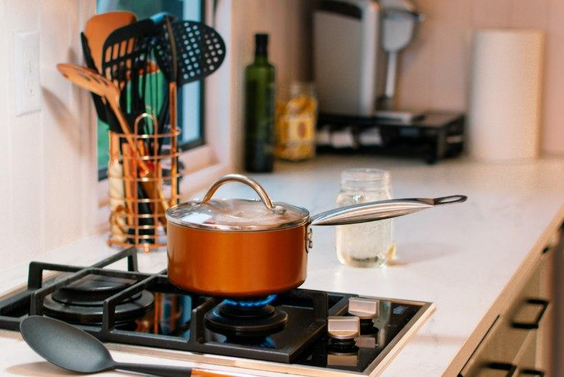 Köögitehnika viimane sõna: nutikalt suhtlevad õhupuhasti ja pliit