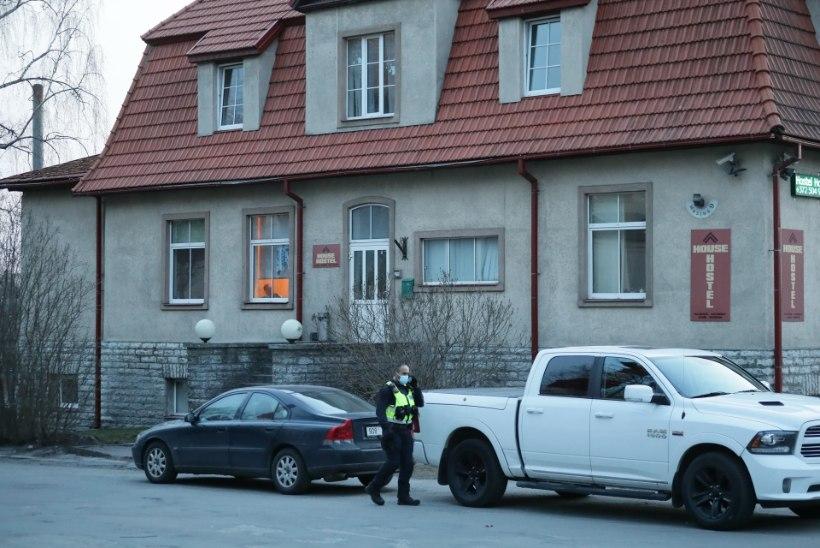 Tallinna kesklinna hostelis rünnati kaht välismaalast, üht pussitati noaga