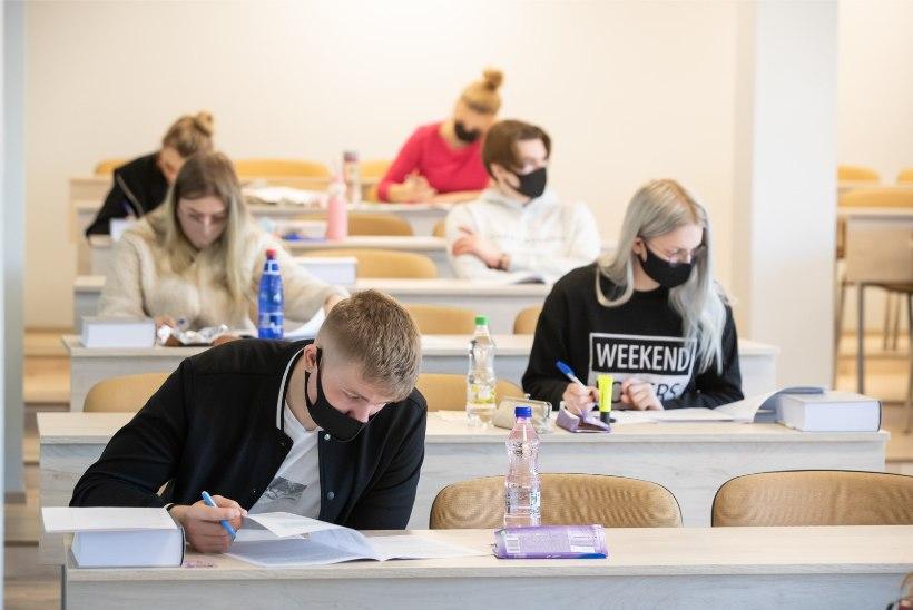 FOTOD | Esimene ja vabatahtlik: eesti keele riigieksamil pole ühtegi koroonateemat