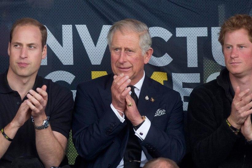 Leinast murtud Charles taandus oma Walesi koju, kuid tegi enne midagi väga olulist