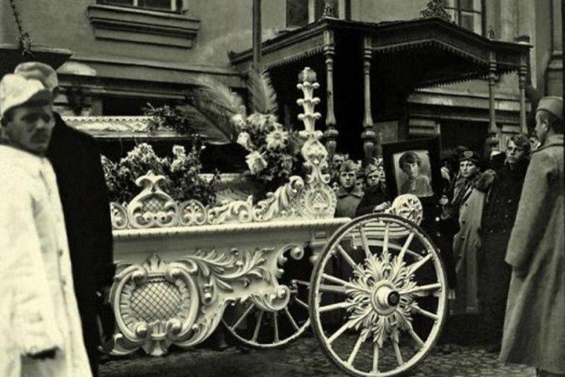REVOLUTSIOONI VARJUS: Vladimir Lenin, tema abikaasa ja armuke moodustasid omapärase armukolmnurga
