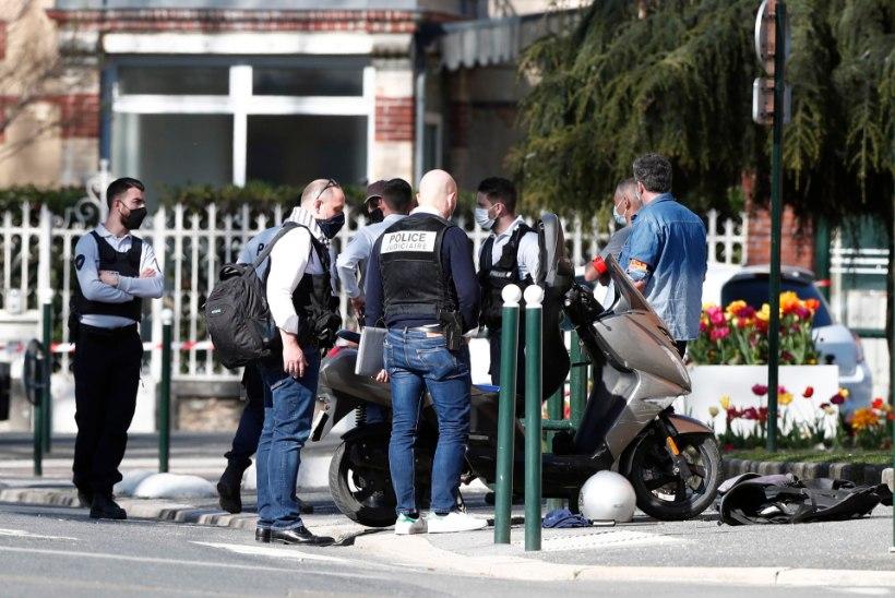 Prantsusmaa politseijaoskonnas pussitas mees surnuks naistöötaja