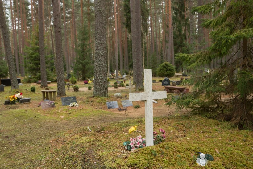 Lugejakiri | Kui sageli peaks lähedase haual käima?