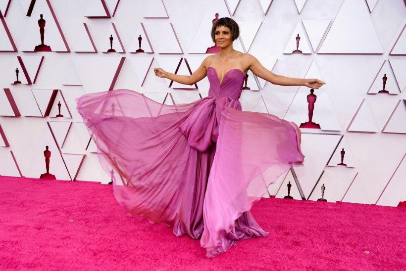 FOTOD |Oscarite punasel vaibal võidutsesid glamuur ja sära... ning Crocsid