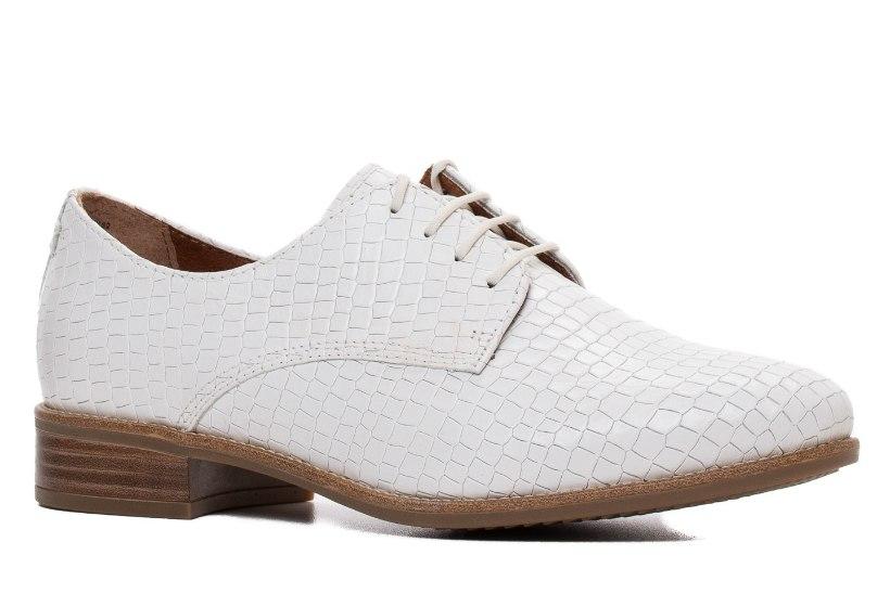 Ole nagu Julia Roberts! Millega kombineerida valgeid kingi?