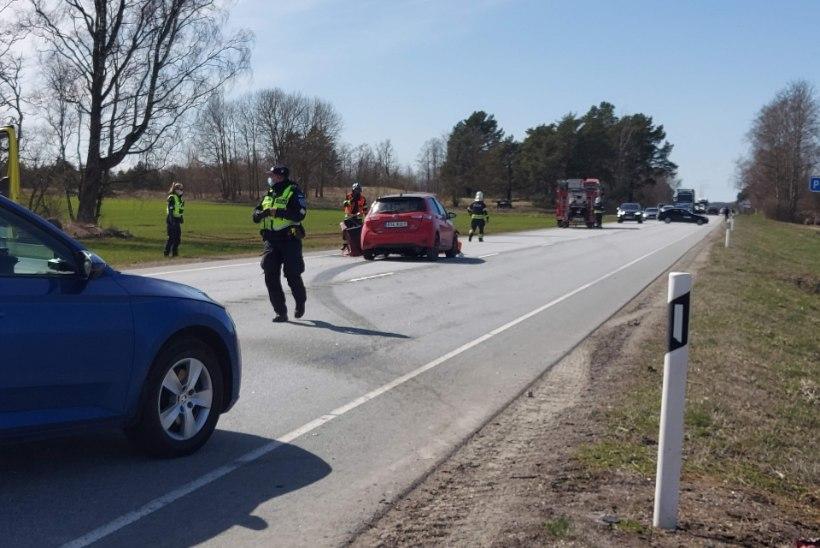 VIDEO JA FOTOD | Purtse juures sõitis auto teelt välja