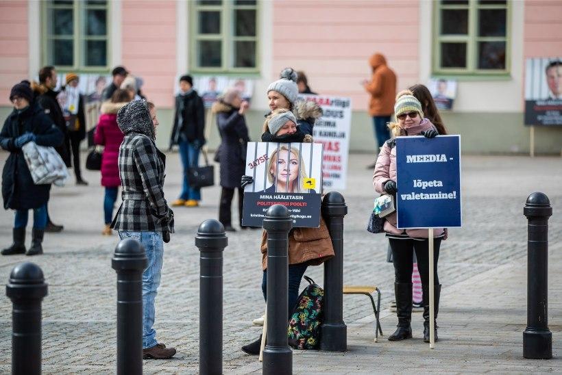 GALERII    Piirangute vastased ei väsi ja seisavad viiendat päeva järjest Toompeal