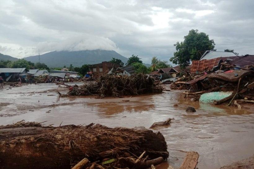 Indoneesia tulvades hukkus kümneid inimesi