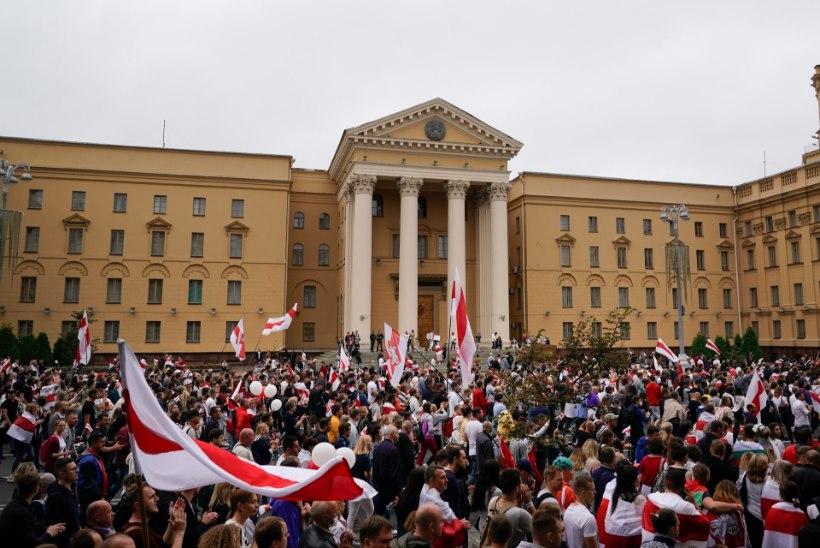 KGB ülekuulamine: Eesti diplomaadid pidid riigireeturi Valgevenest välja aitama