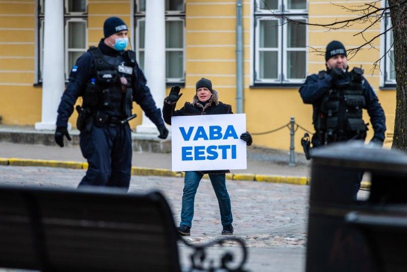 """PALJU KÄRA EI MILLESTKI: Toompea protest lagunes pärastlõunaks. Õpetaja Kätlin: """"Siin olemine on minu kodanikukohus ja südametunnistuse asi!"""""""