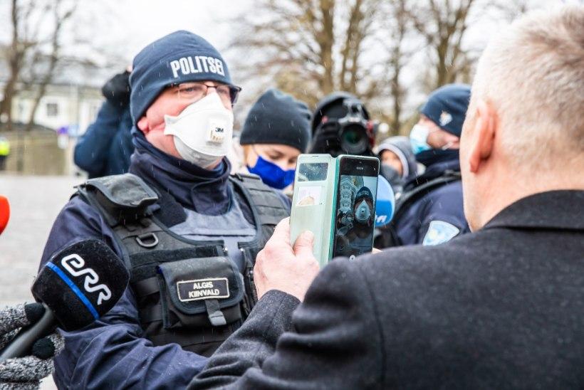 """ÕL VIDEO   Riigikogulane provotseeris Toompeal politseinikku: """"Kas te keelate inimestel Lossi platsile minna?"""""""