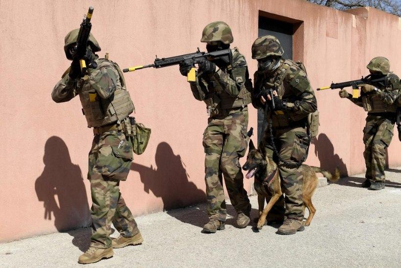 Prantsuse sõdurid hoiatasid kodusõja puhkemise eest