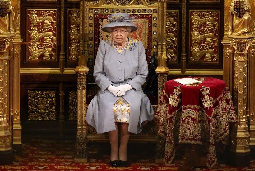 VIDEO |  Kuninganna naasis pärast Philipi surma avalikkuse ette erakordses riietuses