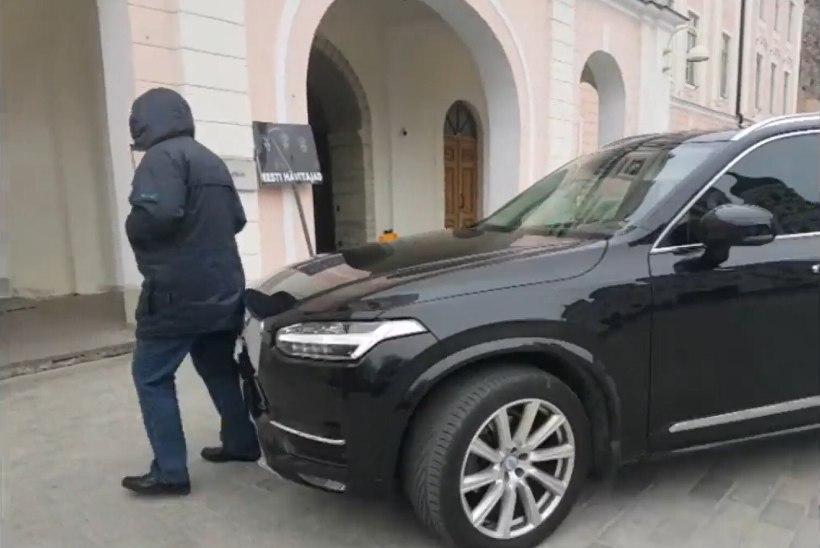 VIDEO | Politsei alustas protestijale otsa sõitnud riigikogulase suhtes uurimist