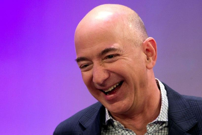 Maailma rikkaim mees soetas poole miljardi dollarilise superjahi