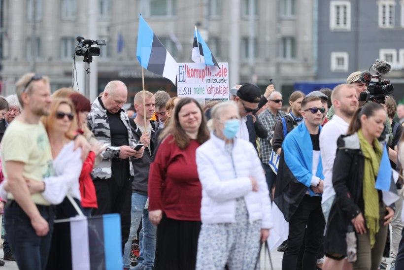 GALERII   Vabaduse väljakul protesteeriti koroonameetmete, vaktsineerimise ja valitsuse vastu