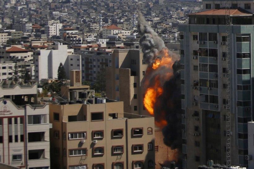 Gazas hävis õhurünnakus hoone, kus tegutses kaks meediakanalit