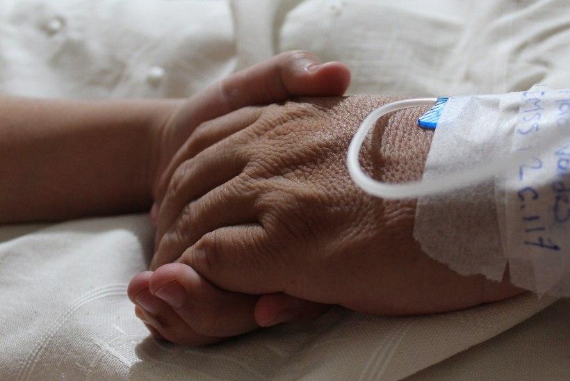 Küsimus   Miks mõni haigla ei luba omakseid surijate juurde?